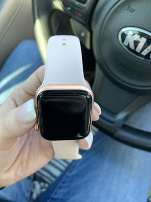 NEW •Rose gold Apple Watch 5 series •40mm• GPS • for Sale in Philadelphia, PA
