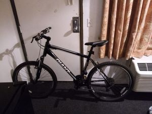 NEW MENS GIANT REVEL 7 SPEED BIKE*MINT CONDITION for Sale in Newport Beach, CA