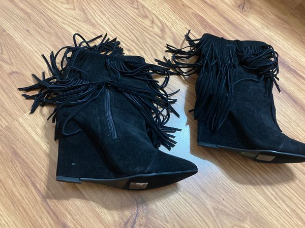 Fringe black boots size 8 runs small
