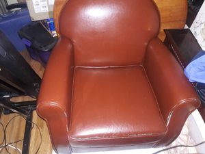 Lounge Chair Clean Comfy Sturdy some peeling in front see pics and 2 rips on side. Thanks for Sale in Federal Way, WA