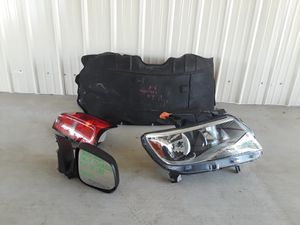 2015-2020 Chevy Colorado Liner , Headlight, Passenger Mirror and Tail Light for Sale in Jurupa Valley, CA