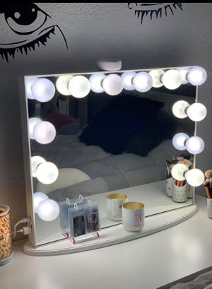 Make up vanity with USB for Sale in Miami Gardens, FL