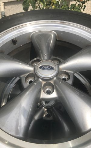 Rims of a Ford Mustang 2006 for Sale in Fresno, CA