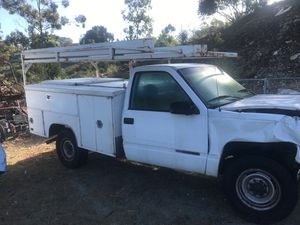 Parting out 98 GMC 2500 no motor or trans for Sale in Vista, CA