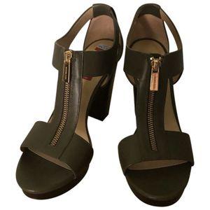 Authentic Michael Kors New Olive Green Berkley Platform Sandals. Size 9.5 Regular. for Sale in Port St. Lucie, FL