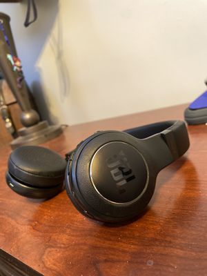 Wireless JBL Bluetooth headphones (foldable) for Sale in Macomb, MI