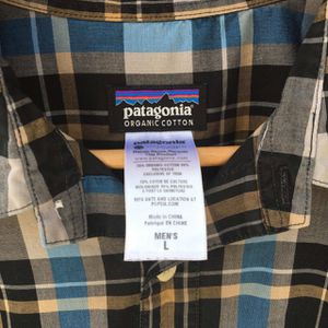 PATAGONIA MENS CASUAL BUTTON DOWN SHIRT for Sale in Raleigh, NC