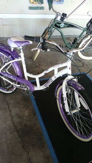 Schwinn girls bicycle in good condition for Sale in Perris, CA