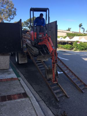 Mini excavator u17 (réntal) for Sale in Santa Ana, CA