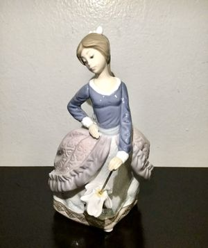Vintage Lladro #5212 GIrl With Umbrella Parasol Figurine, Mint ! for Sale in Brooklyn, NY