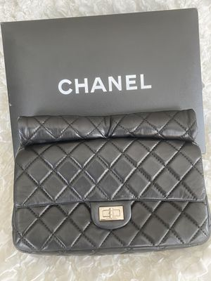 Original CHANEL roll handle clutch for Sale in STEVENSON RNH, CA