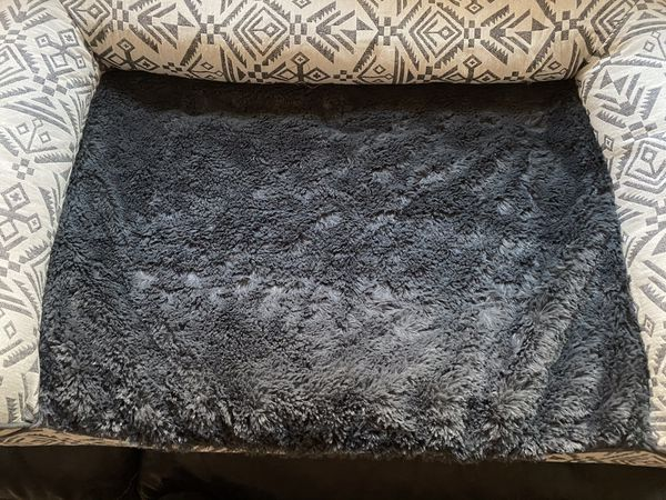 Furhaven Pet Dog Bed - Orthopedic Plush Faux Fur and DÃcor Comfy Couch Jumbo