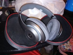New wireless beats by dre headphones for Sale in Modesto, CA