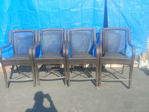 Patio chairs and table for Sale in Twin Oaks, MO