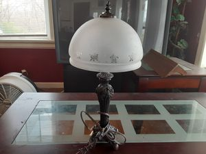 REALLY NEAT LOOKING VINTAGE LAMP 21 Inches Tall and the GLOBE Is 9,5 INCHES wide at Bottom WORKS Great for Sale in Arnold, MO