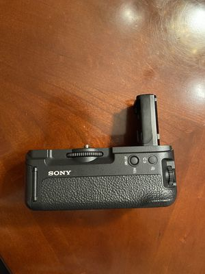 Sony A7R2 , A7S2 , A72 battery grip for Sale in Glendale, CA
