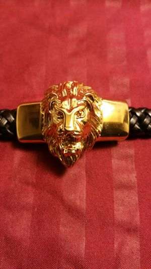 """VERSACE LION 18KT GOLD PLATED LEATHER BRACELET 8"""" HIGH QUALITY. for Sale in Hyattsville, MD"""