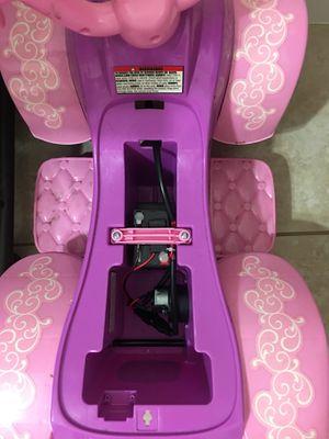 Carro de bateria recargable en muy buen estado for Sale in Hialeah, FL
