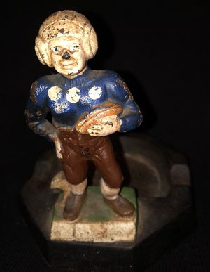 RARE ANTIQUE CAST IRON FOOTBALL PLAYER BOTTLE OPENER/ASHTRAY BY L & L FAVORS for Sale in The Bronx, NY
