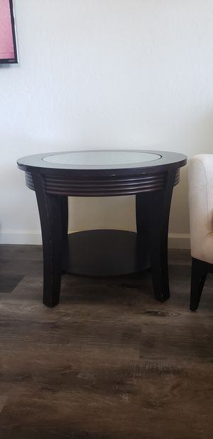 End table for Sale in Clovis, CA