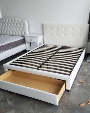 QUEEN BED FRAME W/ MATTRESS INCLUDED for Sale in Hawthorne, CA
