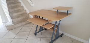 Desk4.4 feet the long and 4.3 width for Sale in Miramar, FL