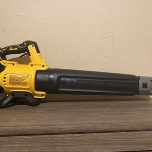 PRECIO FIRME - FIRM PRICE * DEWALT XR 1/2 HIGH TORQUE IMPACT WRENCH ( NO BATTERY NO CHARGER ) for Sale in Dallas, TX