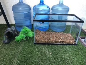 Fish tank (aquarium) 10gl come with filter lid led light and heater for Sale in Anaheim, CA