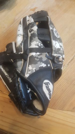 Kids baseball glove for Sale in Chandler, AZ