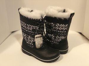 Girls winter boots size 1 & 2 for Sale in Flint, MI