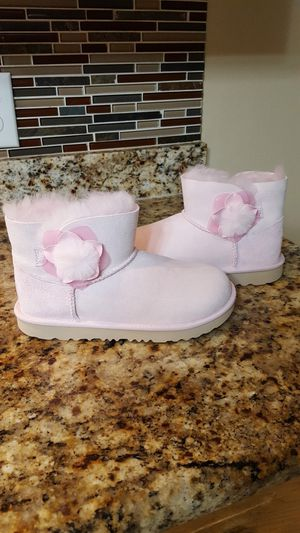 New Girl's UGG Mini Bailey II Boots for Sale in Dallas, TX
