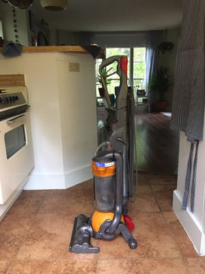 Dyson DC25 Multi Floor Vacuum for Sale in Austin, TX