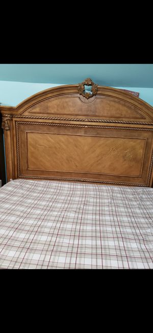 REAL SOLID WOOD BED SET (heavy set) for Sale in Columbia, MD