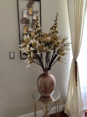 Flowers whit vase for Sale in Pembroke Pines, FL