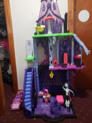 Monster high castle for Sale in Windsor, CT