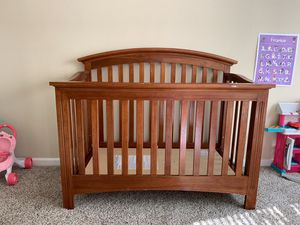 Crib and Changing Table Set for Sale in Christiana, TN