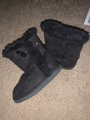 Airwalk girls fuzzy boots size 6 for Sale in Greenville, SC