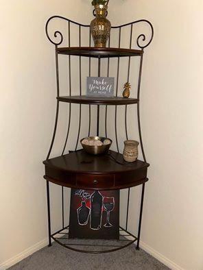 Corner shelf for Sale in Signal Hill, CA