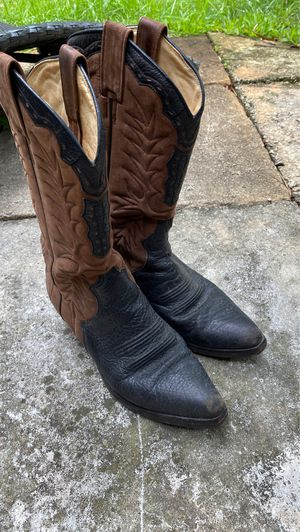 Cowboy boots size 7,vintage black brown leather, Spain,some discoloring inside leather, needs trailing,slippery heels,country western living line dan for Sale in West Palm Beach, FL