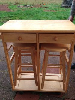 Kitchen Island Table And Stools for Sale in Snohomish,  WA