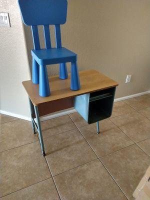 Kids Desk & Chair $20-PENDING PICKUP for Sale in Tempe, AZ