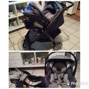 Chicco Bravo TRAVEL SYSTEM / stroller & carseat for Sale in Los Angeles, CA