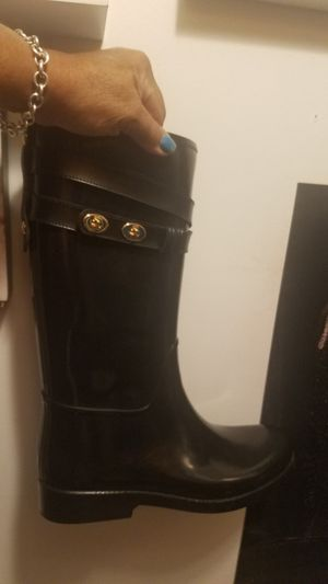 Black size 9 coach rain /snow boots if up there availble for Sale in Glen Ellyn, IL
