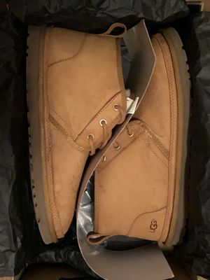 Men's Size 10 Neumel Uggs With Cleaner for Sale in Columbus, OH