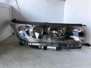 2017 2018 2019 Toyota Highlander Right Side Headlight Halogen DRL LED OEM Clean for Sale in Nashville, TN