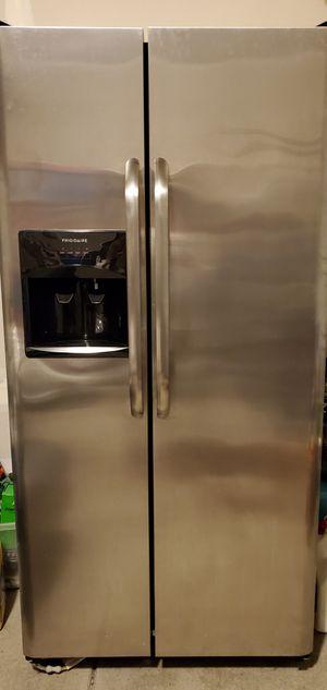 Frigidaire Refridgerator Like New for Sale in Puyallup, WA