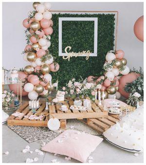 Copper backdrop + hedge backdrop+ balloon garland inspo pic! for Sale in Culver City, CA