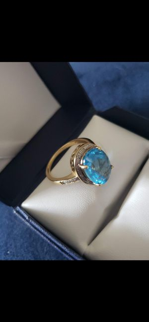 (WOMENS )BEAUTIFUL TOPAZ !!YELLOW REAL GOLD (14) RING W STONE & REAL DIAMONDS! SIZE 9 for Sale in Delray Beach, FL
