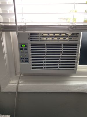 GE 6,000 BTU air conditioner for Sale in Westmont, IL