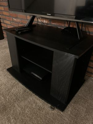 Toshiba 50 inch hdtv with tv stand for Sale in St. Louis, MO